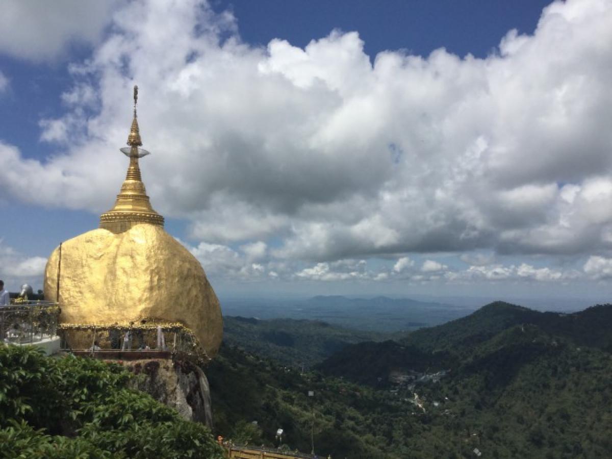 ミャンマーの聖地!落ちそうで落ちない ゴールデンロック日帰り観光(ヤンゴン発着/日本語ガイド)