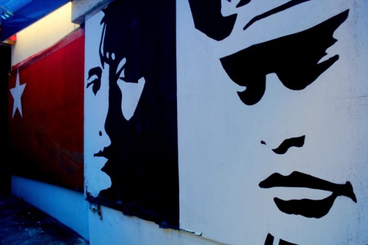 ミャンマーの英雄「アウンサン将軍」ゆかりの地を巡る ヤンゴン半日市内観光〈日本語ガイド/人気店ハウスオブメモリーズの昼食付き〉