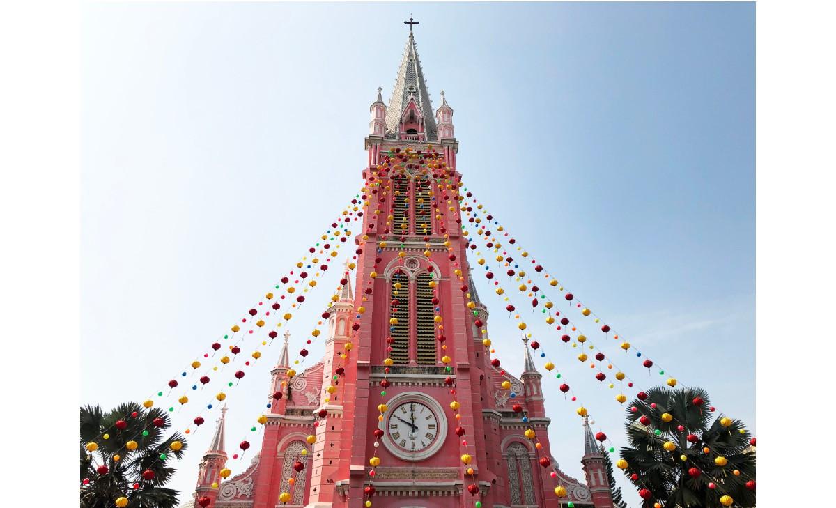 【オンラインツアー/生中継】 お家でベトナム旅行 ~ホーチミン市内観光 ローカルエリア散策編~  タンディン市場、ピンクの教会、名物料理バインセオ