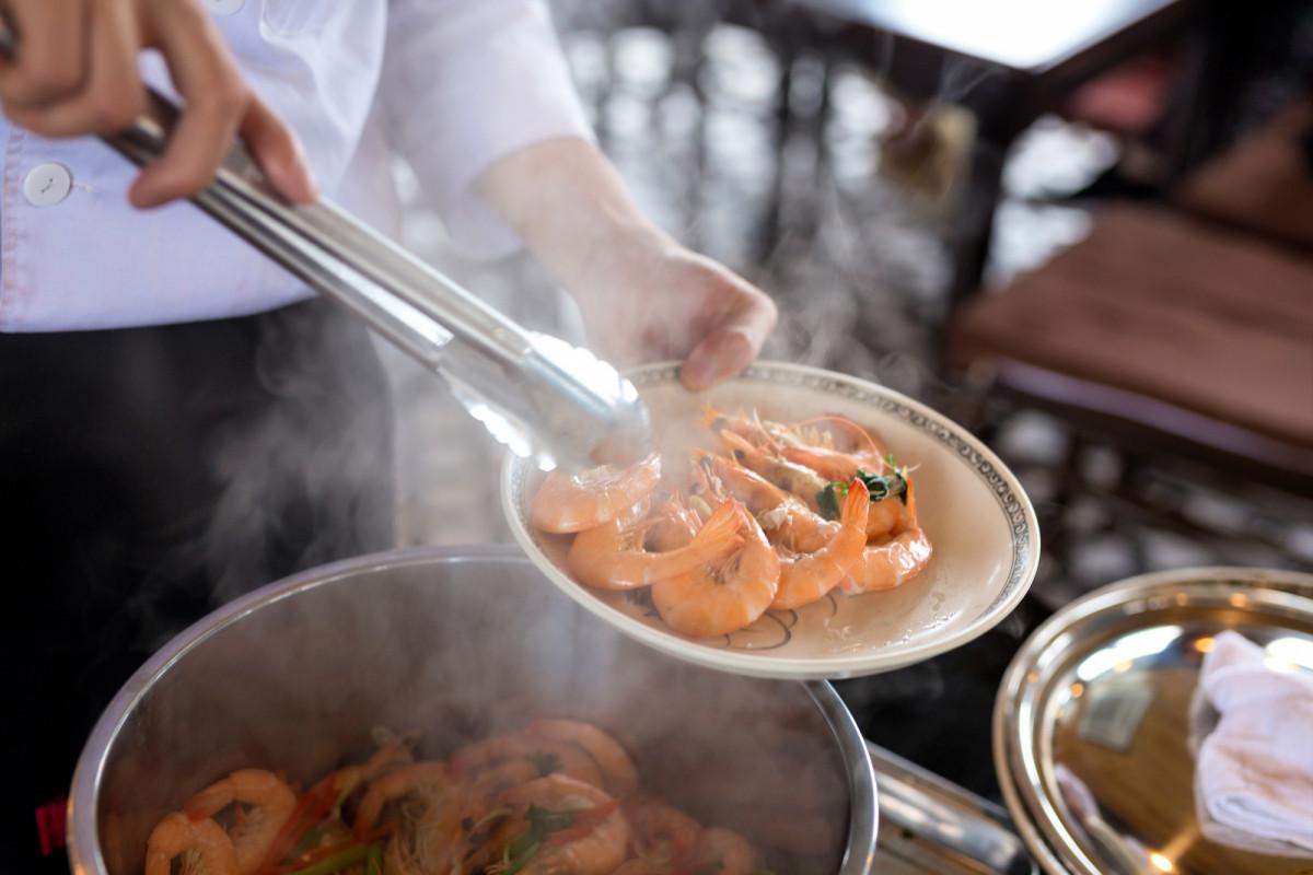 人気急上昇中!一日:ランハ湾クルーズ(選べるアクティビティ&昼食&アフタヌーンティー付)