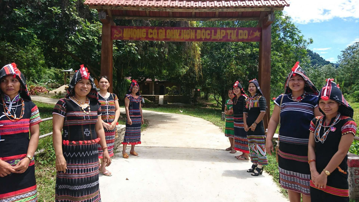 少数民族カトゥー族に会いに行こう!一日:ベトナム中部少数民族カトゥー族との交流ツアー(昼食付)