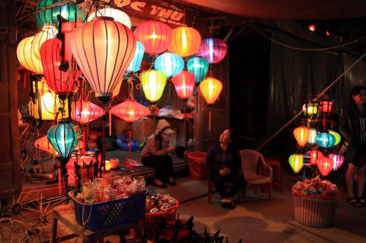 16:30発:世界遺産ホイアン夜の観光+灯篭流し(ホイアン3大名物の夕食付)