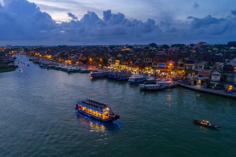 の画像 16:30発:夕暮れホイアン観光+トゥボン川ディナークルーズ(西洋セットメニュー)