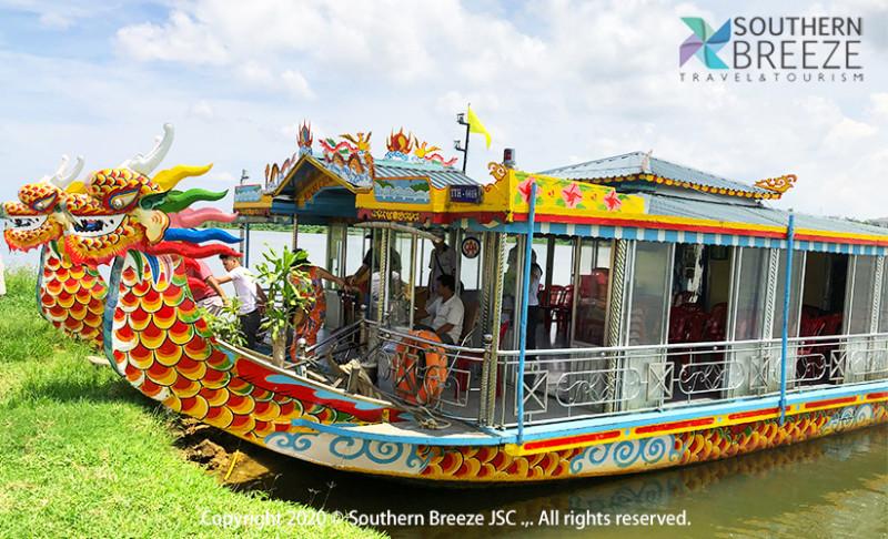 の画像 一日:古都フエ観光(ドラゴンボート&ティエンムー寺・世界遺産王宮・ドンバ市場・トゥドゥック帝廟・カイデイン帝廟)昼食(宮廷料理)付※ドラゴンボートは雨天の場合、中止することがあります。また、毎年日にちが異なりますが、ホンチェン殿の祭りの際にはドラゴンボートが手配不可となります。その場合は、王宮博物館へご案内します。 #8