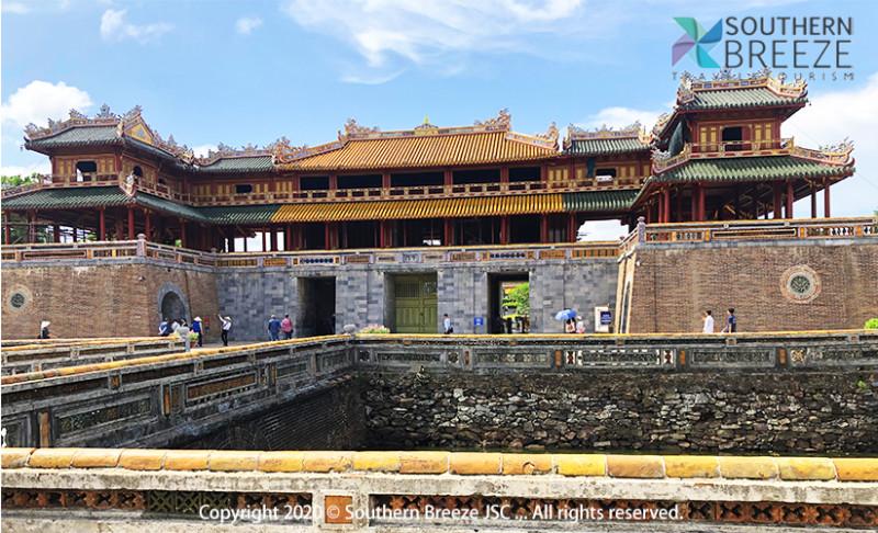 の画像 一日:古都フエ観光(ドラゴンボート&ティエンムー寺・世界遺産王宮・ドンバ市場・トゥドゥック帝廟・カイデイン帝廟)昼食(宮廷料理)付※ドラゴンボートは雨天の場合、中止することがあります。また、毎年日にちが異なりますが、ホンチェン殿の祭りの際にはドラゴンボートが手配不可となります。その場合は、王宮博物館へご案内します。 #4