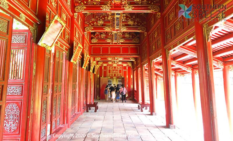 の画像 一日:古都フエ観光(ドラゴンボート&ティエンムー寺・世界遺産王宮・ドンバ市場・トゥドゥック帝廟・カイデイン帝廟)昼食(宮廷料理)付※ドラゴンボートは雨天の場合、中止することがあります。また、毎年日にちが異なりますが、ホンチェン殿の祭りの際にはドラゴンボートが手配不可となります。その場合は、王宮博物館へご案内します。 #1