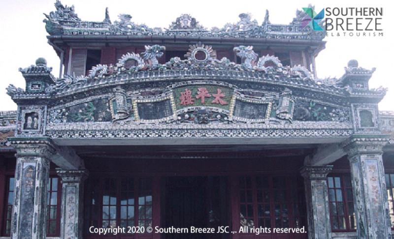 の画像 一日:古都フエ観光(ドラゴンボート&ティエンムー寺・世界遺産王宮・ドンバ市場・トゥドゥック帝廟・カイデイン帝廟)昼食(宮廷料理)付※ドラゴンボートは雨天の場合、中止することがあります。また、毎年日にちが異なりますが、ホンチェン殿の祭りの際にはドラゴンボートが手配不可となります。その場合は、王宮博物館へご案内します。 #5