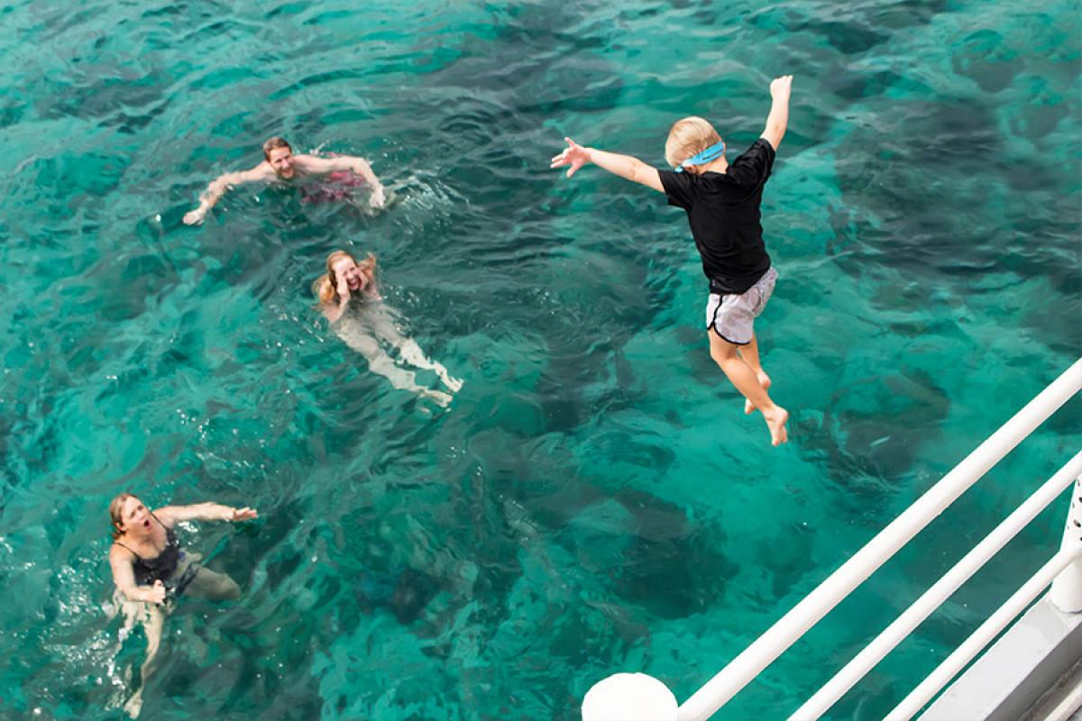 フーコック島の海を楽しもう!一日:シュノーケリング&釣り体験 *専用車&英語ガイド